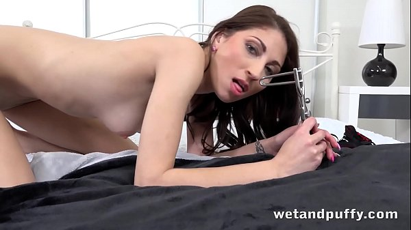 Female orgasm, Speculum