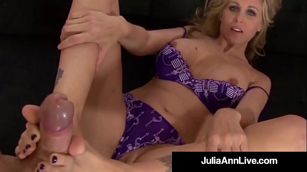 Anne, Julia ann, Footjob